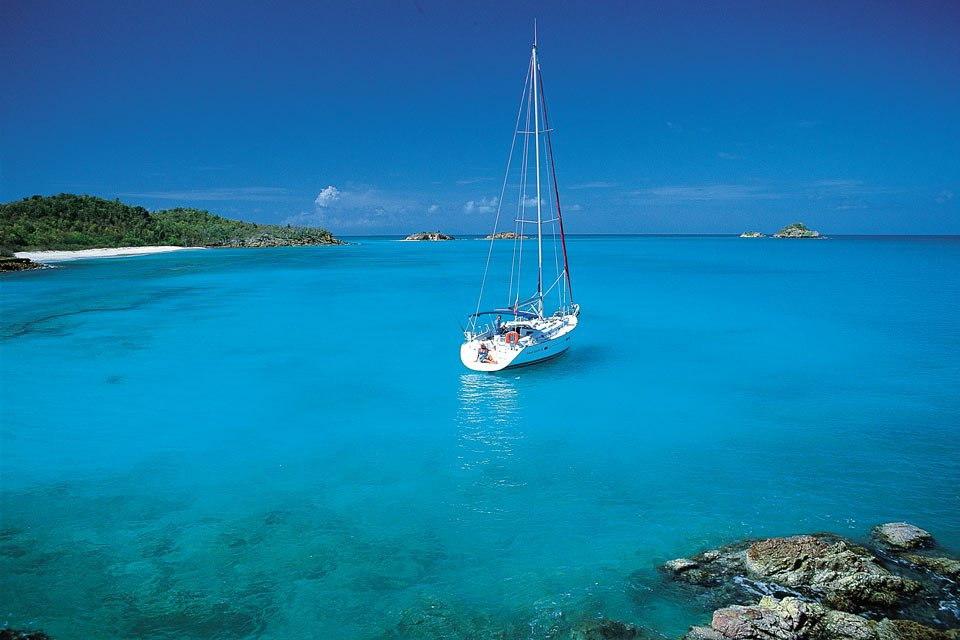 antigua-and-barbuda-yacht-charter-sailing
