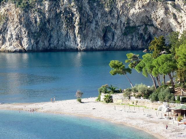 italy-yacht-charter-sicily-taormina-isola-bella