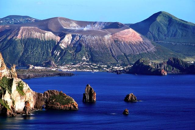 italy-yacht-charter-sicily-aeolian-islands-lipari