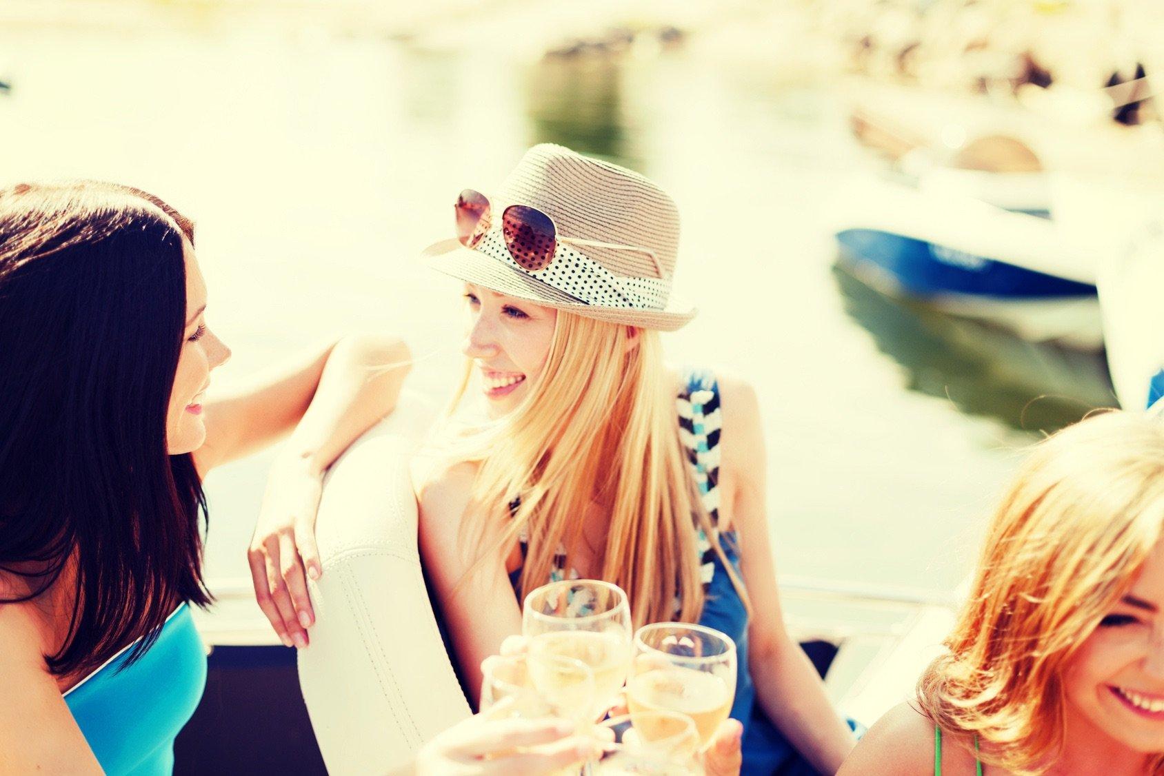fiji-yacht-charter-girls