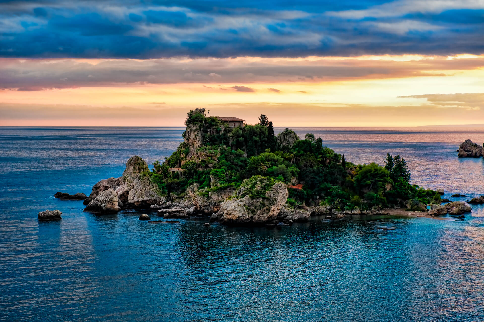 Taormina yacht charter rent luxury sailing and motor for Taormina sicilia