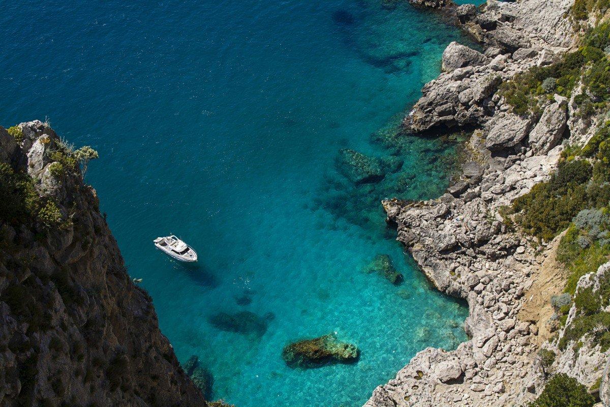 campania-yacht-charter-capri-rocks