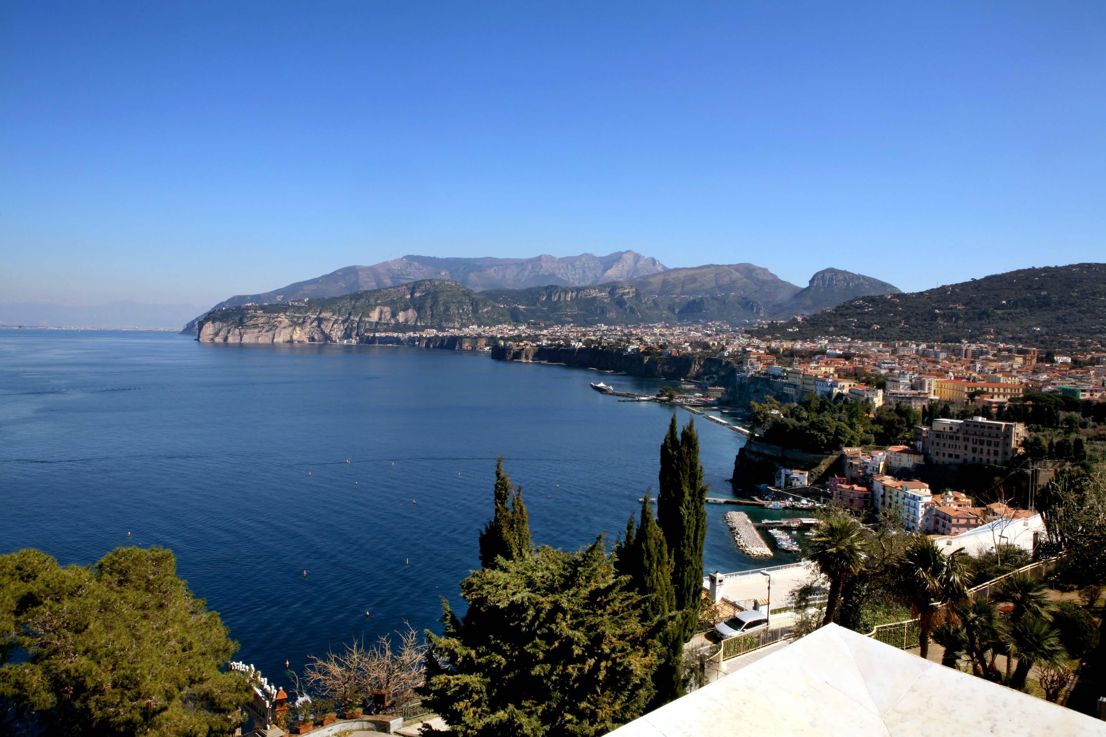 sorrento-yacht-charter-sorrentine-peninsula-amalfi-coast-campania-naples-area