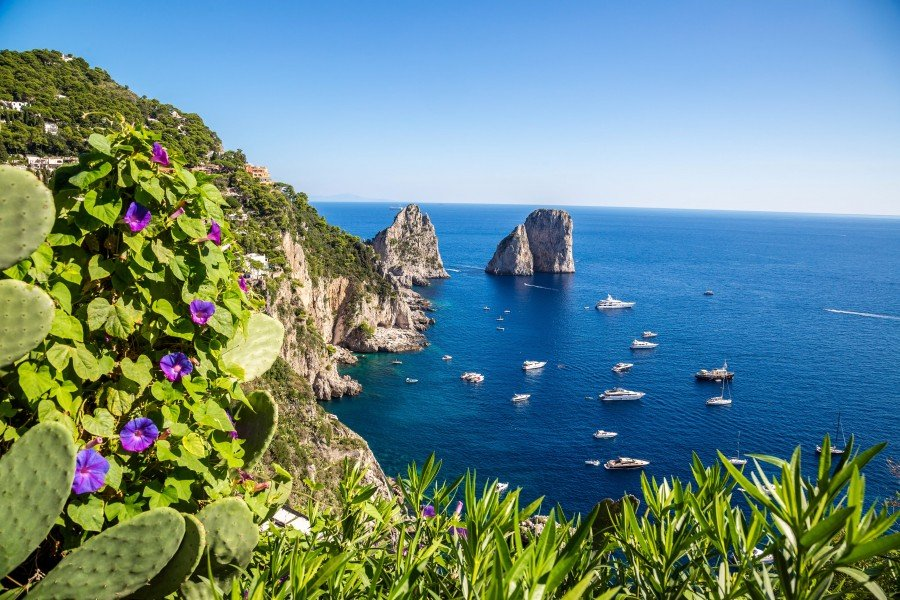 campania-yacht-charter-Capri-island-in -Italy