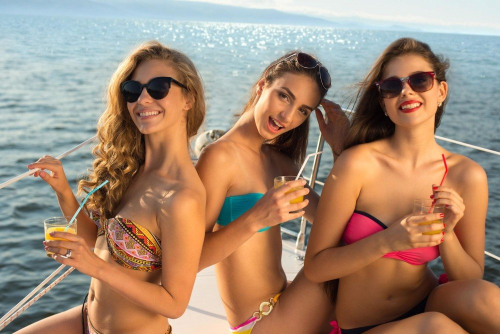 cyclades-yacht-charter-girls-cyclades-yacht-cruise