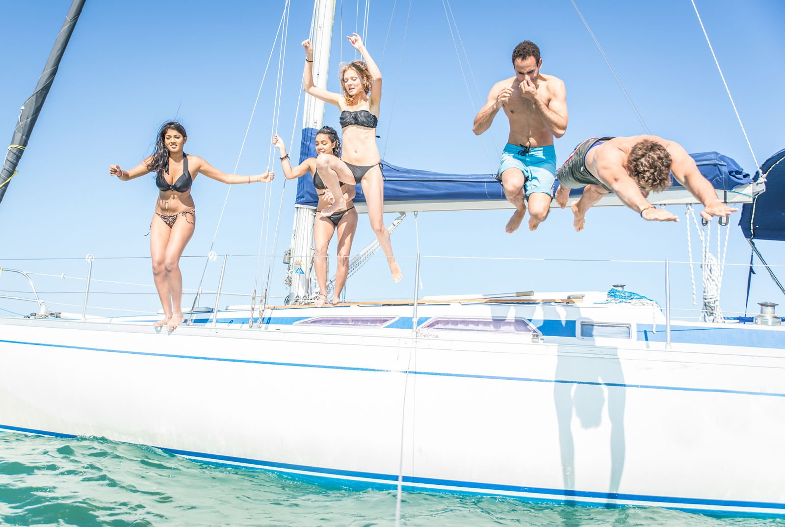 croatia-yacht-charter-friends-sailing