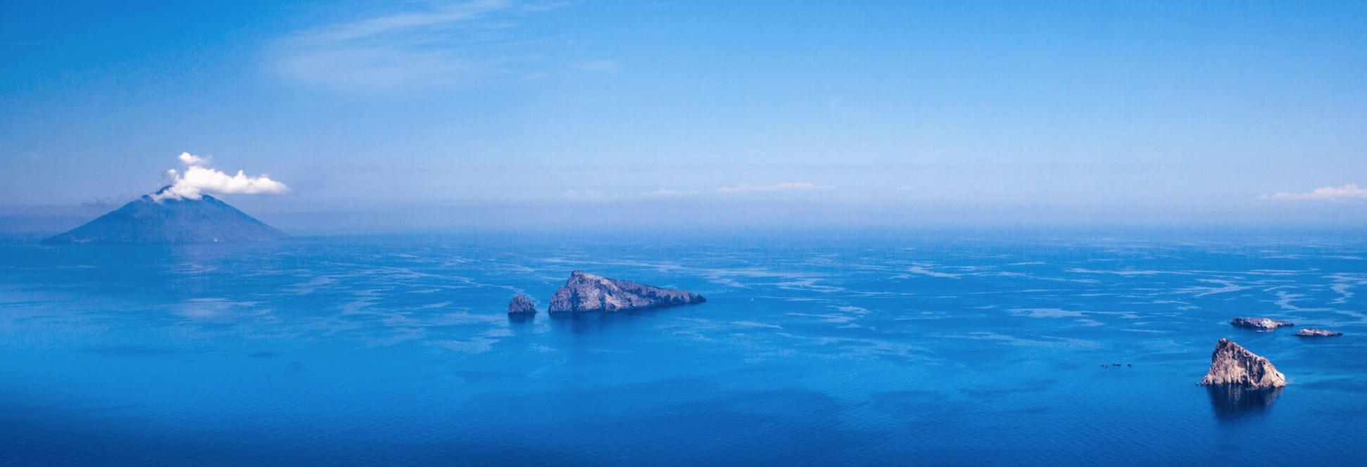 stromboli-yacht-charter-stromboli-yacht-rental-stromboli-boat-charter-stromboli-boat-rental-stromboli-sailing-charter-aeolian-islands