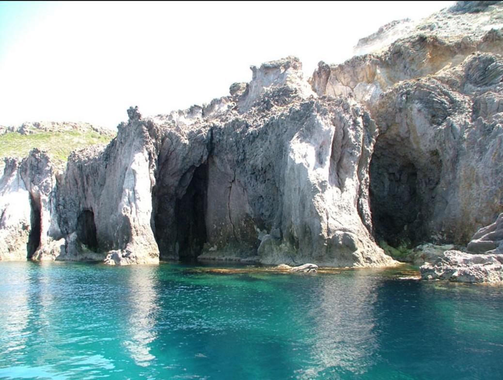 carloforte-yacht-charter-itinerary-san-pietro-island-saouth-sardinia-italy-daily-excursion-1-day-tour