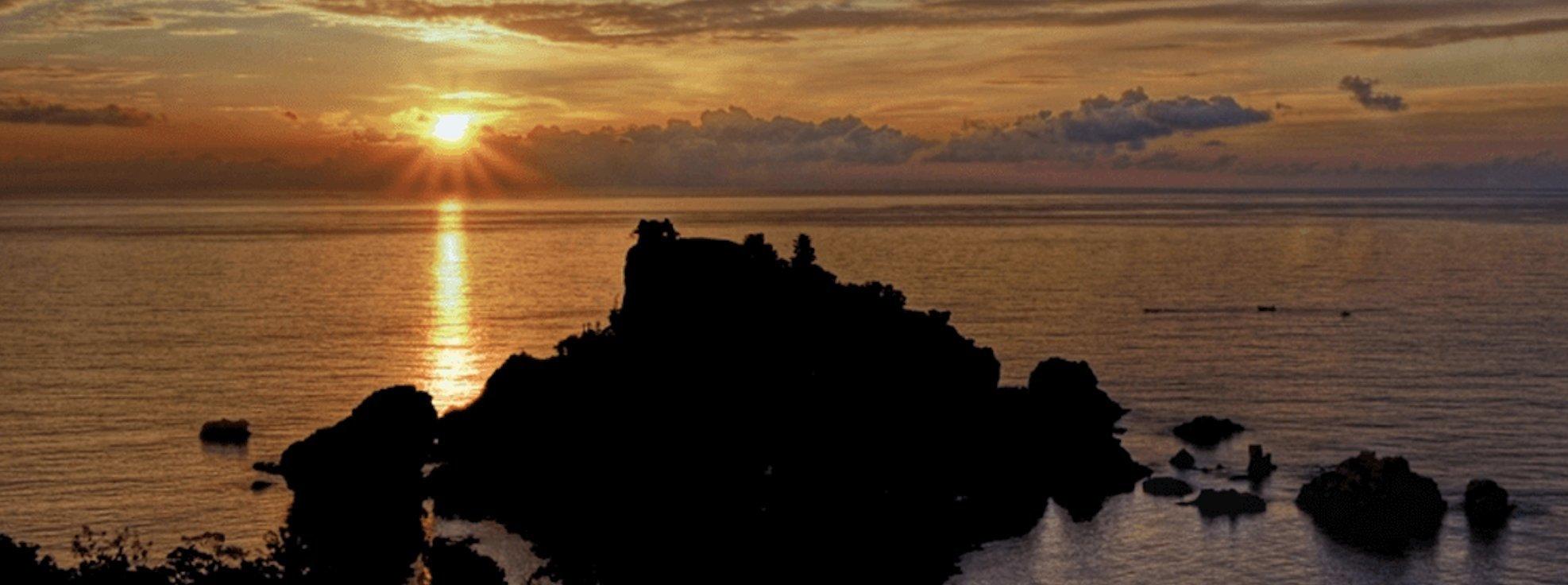 catania-yacht-charter-catania-boat-rental-catania-boat-hire-catania-boat-trip-catania-sailing-charter-taormina-isola-bella