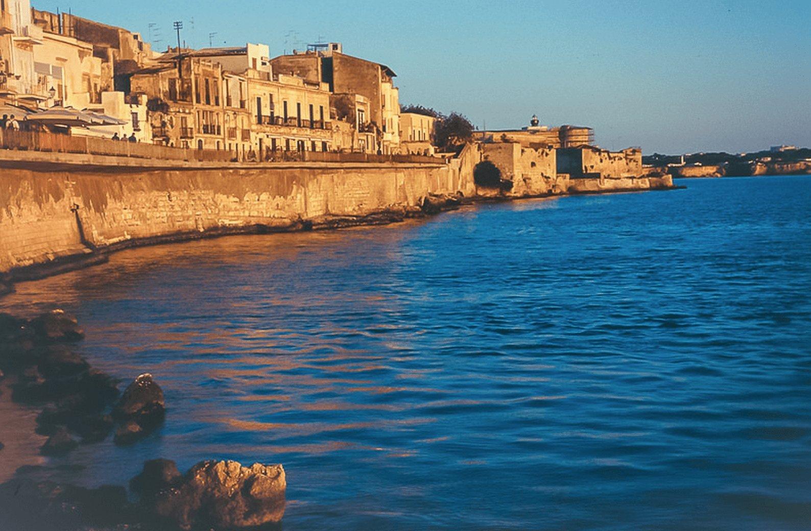 catania-yacht-charter-catania-boat-rental-catania-boat-hire-catania-boat-trip-catania-sailing-charter-siracusa-itinerary