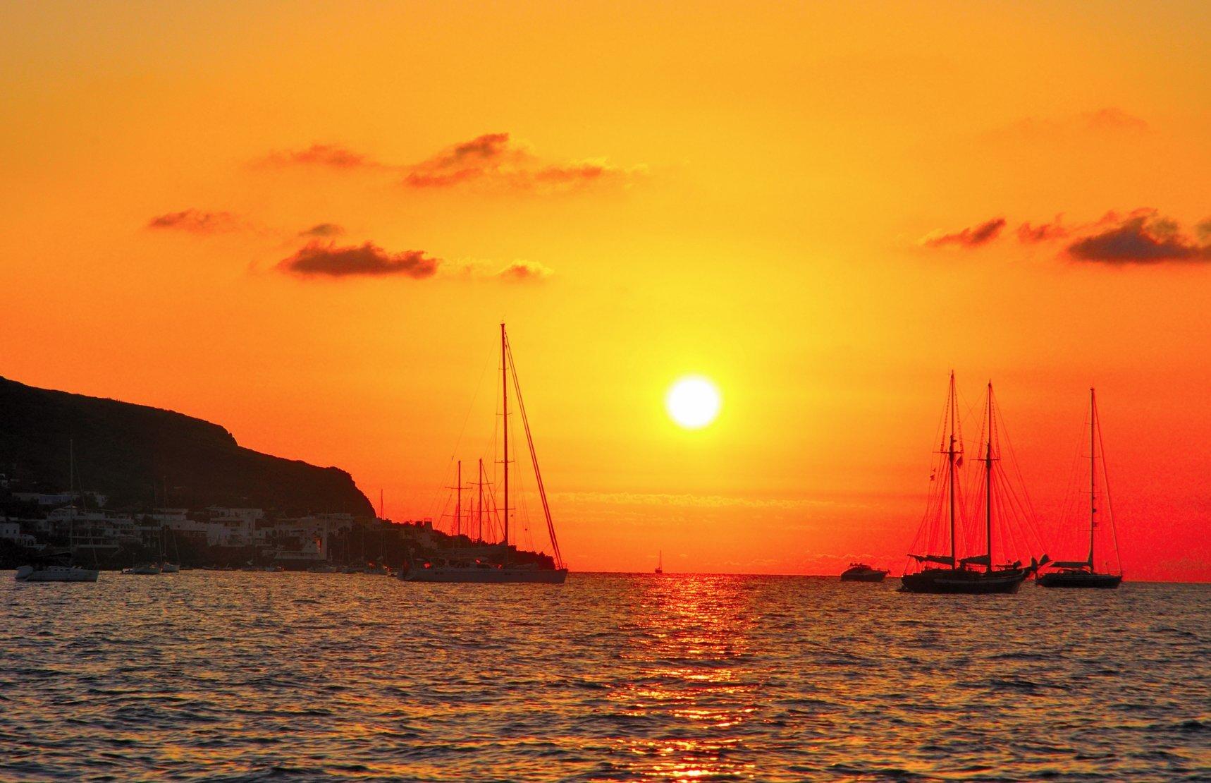 stromboli-yacht-charter-stromboli-yacht-rental-stromboli-boat-charter-stromboli-boat-rental-stromboli-sailing-charter-rental-charter-aeolian-islands