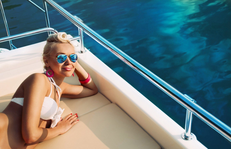 barbados-yacht-charter-barbados-yacht-rental-barbados-boat-charter-barbados-yacht-rental-barbados-sailing-cruise-girl-sailing