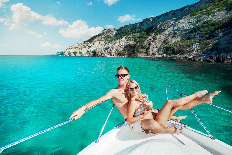 mediterranean-yacht-charter-couple