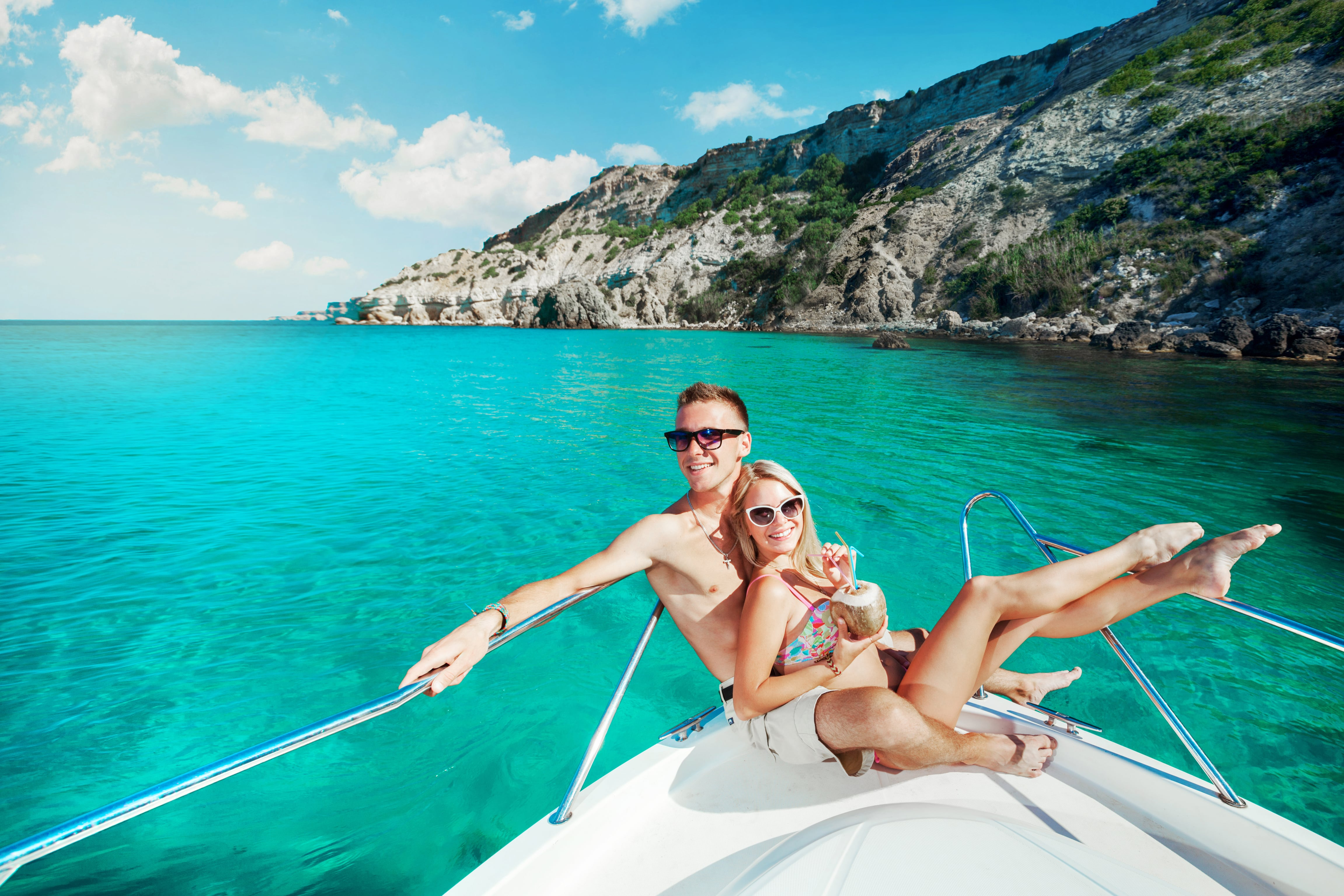 ionian-yacht-charter-couple-sailing