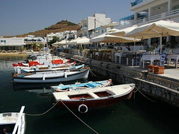 charter-yacht-in-paros