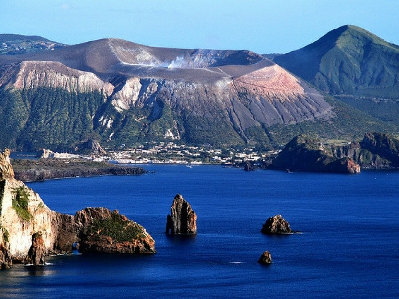 aeolian-islands-yacht-charter-aeolian-islands-yacht-rental-aeolian-islands-boat-charter-aeolian-islands-boat-rental-aeolian-islands-sailing-charter-lipari