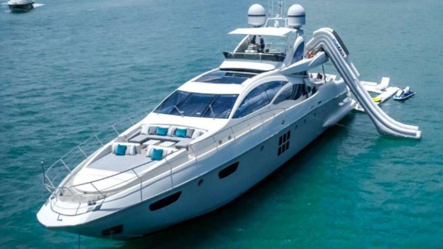 motor-yacht-scarlet-in-miami
