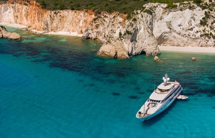 luxury-yacht-charter-italy-prices