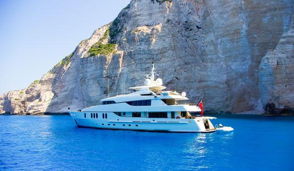 charter-motor-yacht-greece