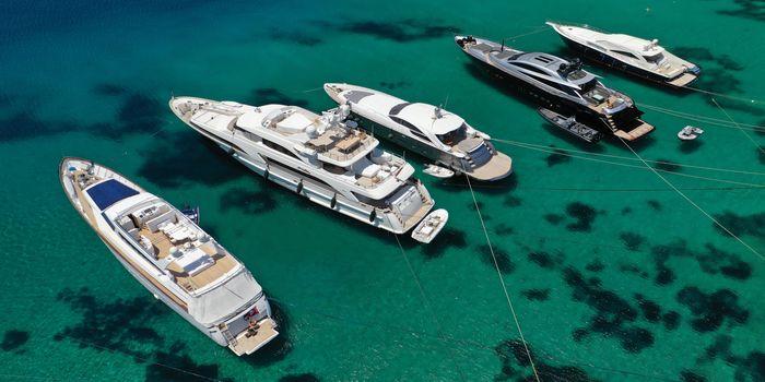 rent-yacht-in-mykonos