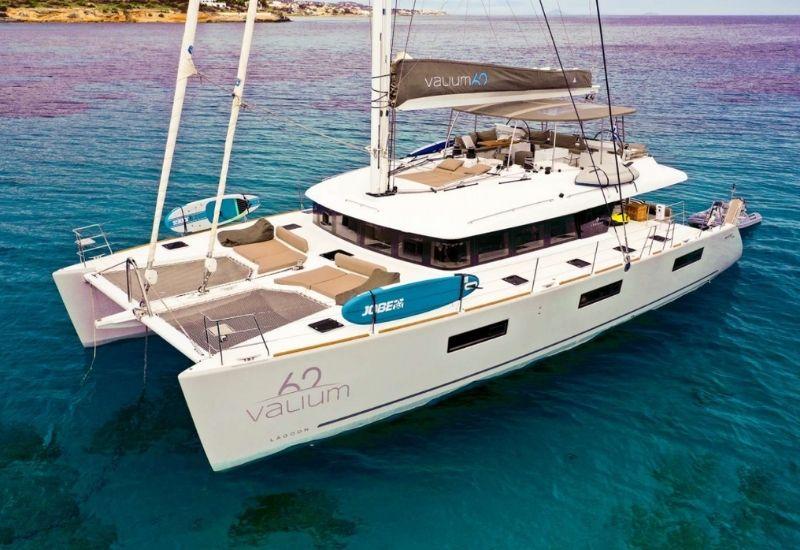 catamaran-brand-lagoon